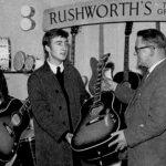 John y George se compran la misma guitarra