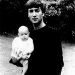 Nace Julian Lennon, el primer hijo de John