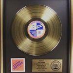 "Disco de oro para ""Extra Texture"" de George Harrison"
