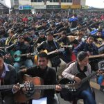 "600 guitarristas indios interpretan ""Imagine"""