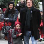 Paul es fotografiado paseando con Beatrice y Nancy