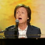 Paul McCartney canta en una boda