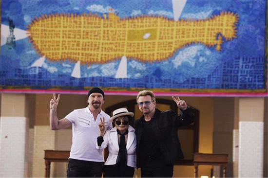 Yoko Ono y U2 develan tapiz en memoria de John Lennon