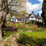 John Lennon se compra una mansión