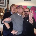 Ringo Starr adelanta el tema We're On The Road Again, donde participa Paul McCartney