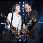 Paul McCartney se presenta en New York... ¡Y se le une Bruce Springsteen!