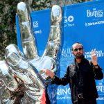 """La escultura """"Peace and Love"""" de Ringo Starr ya tiene ubicación en Beverly Hills"""