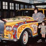 John Lennon pinta su Rolls Royce