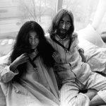 "John y Yoko registran Bag Productions e inician el ""Lie-In"" en Bahamas"