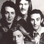 Se inicia la primera gira británica de Los Wings