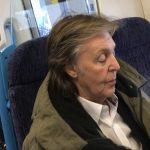 Paul McCartney viaja en tren, en segunda clase y sin seguridad