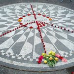 Paz entre músicos callejeros del memorial Strawberry Fields en Central Park