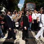 Fans de Los Beatles celebran los 50 años de la foto de Abbey Road