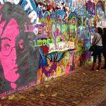 Cierran el muro de John Lennon en Praga por graffitis obscenos