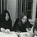 John y Yoko ofrecen una conferencia de prensa en Montreal