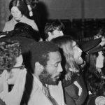 John y Yoko llegan a Inglaterra
