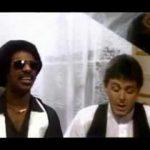 "Video promocional de ""Ebony and Ivory"" es emitido en USA"