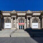 Yoko Ono a cargo de los carteles de la fachada del Museo Metropolitano de NY