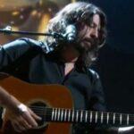 Dave Grohl toca Blackbird en la ceremonia de los Oscars