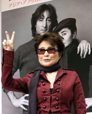 Yoko primaveral: participó en un concierto de caridad en Japón