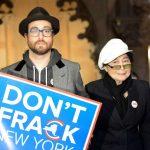 Yoko y Sean protestan por el gas