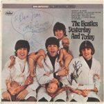 """Se subastará """"Yesterday and Today"""" autografiado por Lennon"""