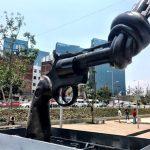 """""""Non Violence Project"""" coloca escultura en homenaje a John Lennon en México"""