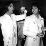 Paul y John vuelan de regreso hacia Londres