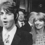 Paul asiste a un concierto de Andy Williams