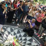 Yoko Ono visita el monumento a John Lennon en el Central Park