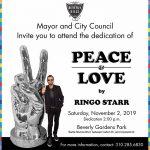 "Develan la estatua ""Peace and Love"" en Beverly Hills"