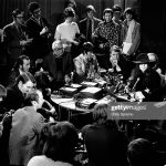 John Lennon y Yoko Ono dan una conferencia de prensa en Toronto, Canadá
