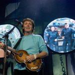 Paul McCartney se presenta en California y conversa con astronautas en el espacio