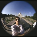 George Harrison da una conferencia de prensa en Taj Mahal
