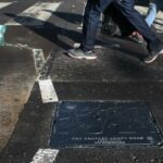 La tapa del buzón cercana a Abbey Road se vuelve conmemorativa